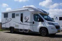 De Elnagh T-Loft 530 is een prachtige halfintegraal camper met lengtebedden achterin en een electrisch bedienbaar hefbed voorin.